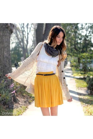 mustard Dailylook skirt - gray Dailylook scarf - off white Dailylook cardigan