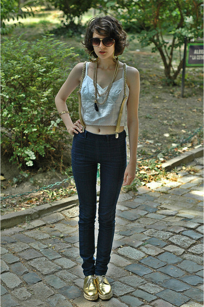 gold triftes vintage necklace - navy high-waisted pull&amp;bear jeans