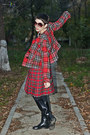 Black-thrifted-vintage-boots-red-checkered-motivi-blazer
