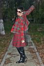 Black-thrifted-vintage-boots-red-checkered-motivi-blazer