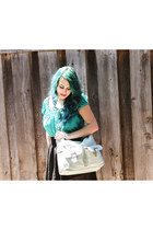 light blue camera bag Jo Totes bag - black thrifted Steve Madden shoes