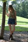 Blue-vintage-levis-shorts-beige-buckle-top-brown-frye-boots-gold-urban-out