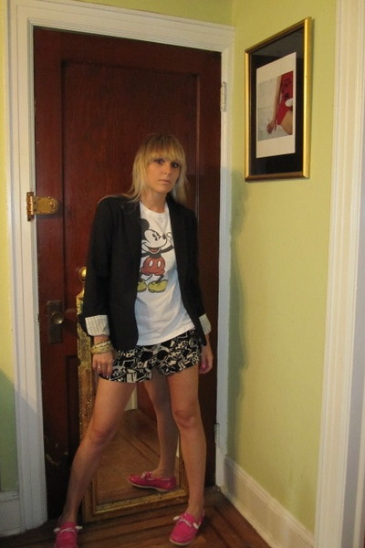 Theory blazer - t-shirt - Rojas shorts - Jeffrey for Sperry Topsider shoes
