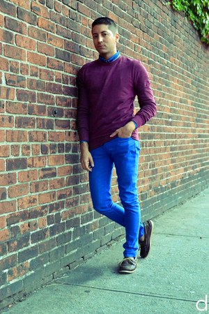 maroon H&M sweatshirt - dark brown sperry topsider shoes - blue H&M shirt