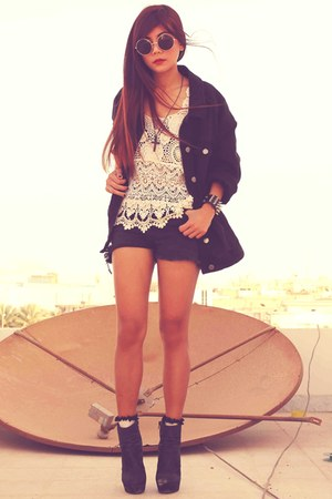 ivory crochet Splash top - black Forever 21 boots - black denim H&M jacket