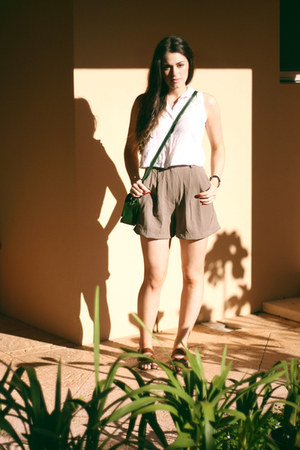 dark green Pigeonhole bag - dark khaki vintage Pigeonhole shorts