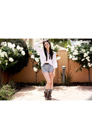 Marcus B boots - Levis shorts - asos socks - Country Road blouse