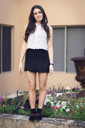 black New Kid shoes - black vintage Country Road skirt - white cropped neuw top