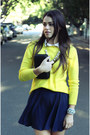 Yellow-aro-sweater-black-mimco-purse-white-swellery-necklace