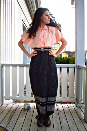 dark gray wool maxi skirt eOvuVintage skirt - peach eOvuVintage blouse