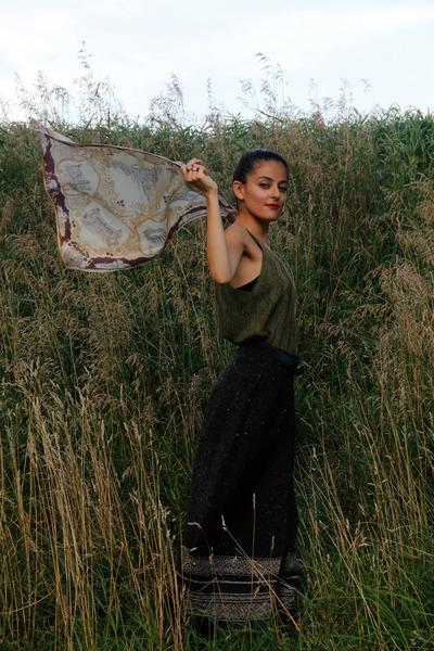 dark gray wool eOvu vintage skirt - light brown silk eOvu vintage scarf