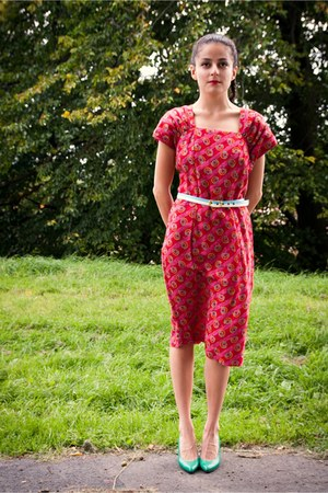 hot pink eOvu vintage dress - aquamarine eOvu vintage heels