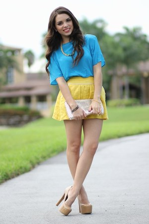 tan Bebe pumps - turquoise blue vintage shirt - gold Mimi Boutique bag