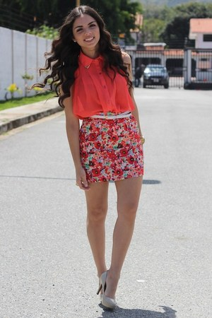 red beginning boutique skirt - tan Steve Madden shoes - salmon Romwecom top