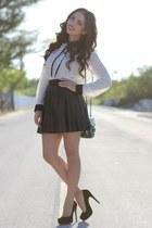black sequi Mimi Boutique bag - white Forever 21 shirt