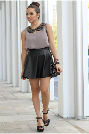 heather gray Alainnbella top - black studded pink and pepper shoes
