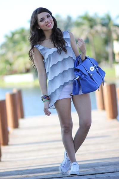 blue Mimi Boutique bag - charcoal gray Furor shirt - white Forever 21 shorts