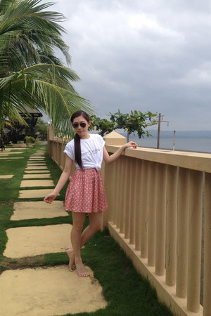 Ray Ban sunglasses - Bazaar skirt - Stlyessesive t-shirt