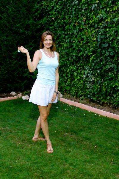 Primark t-shirt - Zara sandals - BLANCO skirt - Mary Kay necklace