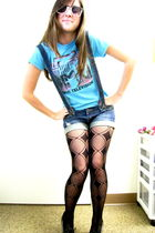 blue Junk Food t-shirt - blue Blue Asphalt shorts - black Icing leggings - white