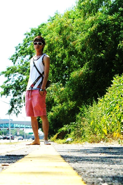 white Oniwa Sata top - red abercrombie and fitch shorts - black kustom shoes - g