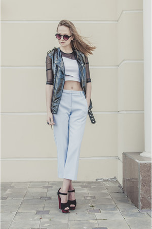 light blue pants - black vest - white top