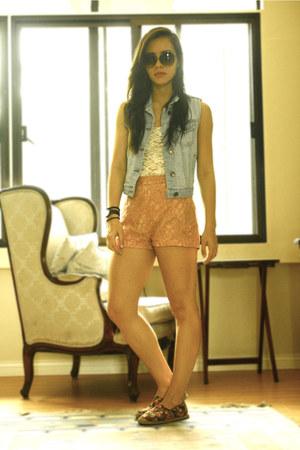 Forever 21 vest - bought online shoes - Forever 21 shorts - H&M sunglasses