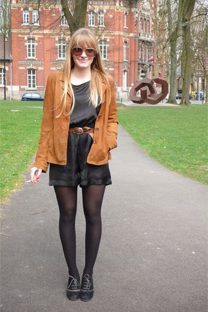 brown Les 3 Suisses vest - black H&M - brown belt - black tights - black aerosol