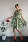 Green-handmade-by-my-mom-dress-red-centro-shoes-red-pur-pur-necklace