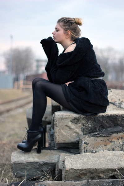 black Alexander Wang boots - black Zanzea sweater - black Boohoo skirt