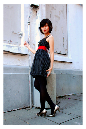 black cut-and-paste top - black cut-and stockings - red cut-and-paste belt - Zar