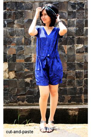 blue cut-and-paste suit