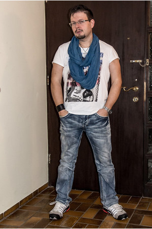 New Yorker jeans - Olymp & Hades scarf - Puma sneakers - Key Largo t-shirt