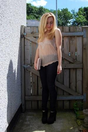 nude rose H&M bag - black heeled new look boots - black Topshop jeans