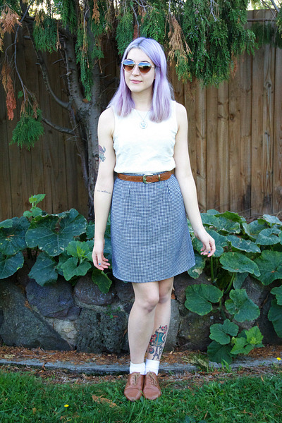 houndstooth thrifted skirt - heart Urban Outfitters sunglasses - thrifted belt