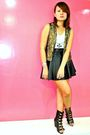 Gold-love-vintage-vest-black-f21-socks-black-soule-phenomenon-shoes
