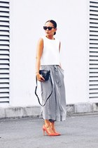white neoprene top - black pants - carrot orange pumps