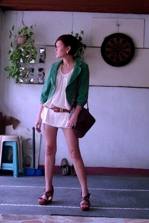Topshop cropped jacket - Culte Femme top - Space shorts - vintage brown leather