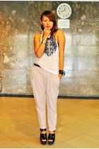 pink Zara pants - black clogs Zara - white pocket tank duerr