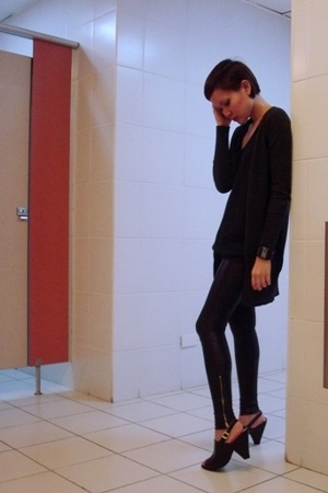 Blingfinds leggings - Zara boyfriend cardi - U2 black top - Trunkshow shoes