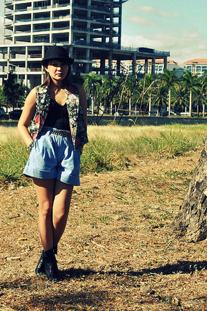 blue Dark White shorts - black Soule Phenomenon - black f21 boots -