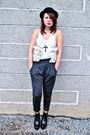 Gray-dark-white-pants-white-bazaar-find-top-vivienne-knox-black-soule-ph