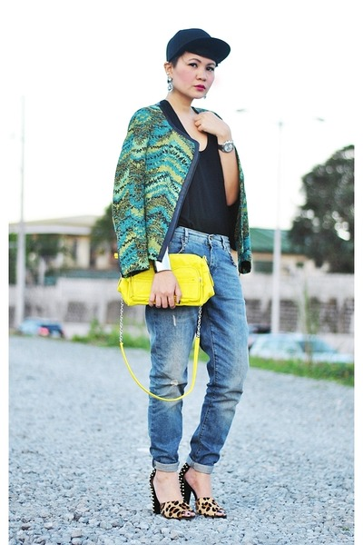green tweed jacket - blue jeans - black cap hat - yellow bag