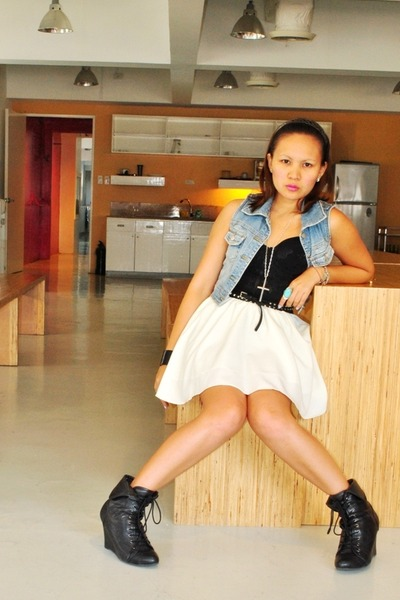 white mimi skirt - black Soule Phenomenon - black Forever 21 boots - Ukay Queen