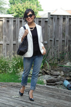 black nylon Prada bag - blue boyfriend jeans American Eagle jeans