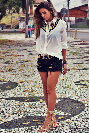 white ethnic Chiclet Store shirt - black destroyed denim Chiclet Store shorts