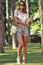 white Schutz sandals - beige Chiclet Store jumper
