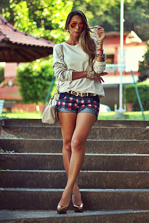 navy Haes shorts - beige Haes blouse - brown Kafé belt - gold Shutz pumps
