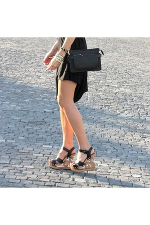 black dress - dark gray bag - gold accessories - black wedges