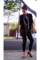 Max Azria blazer - Forever 21 necklace - H&M leggings - Riki top - Guess shoes -